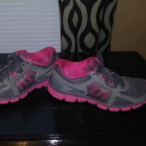 Nike Dual Fusion Ladies Shoes.